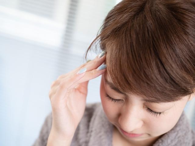 姿勢の悪さやストレスも頭痛の原因になります